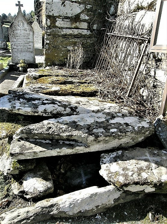 Picture_grave_of_Fr_O_Herlihy_Ballyvourney
