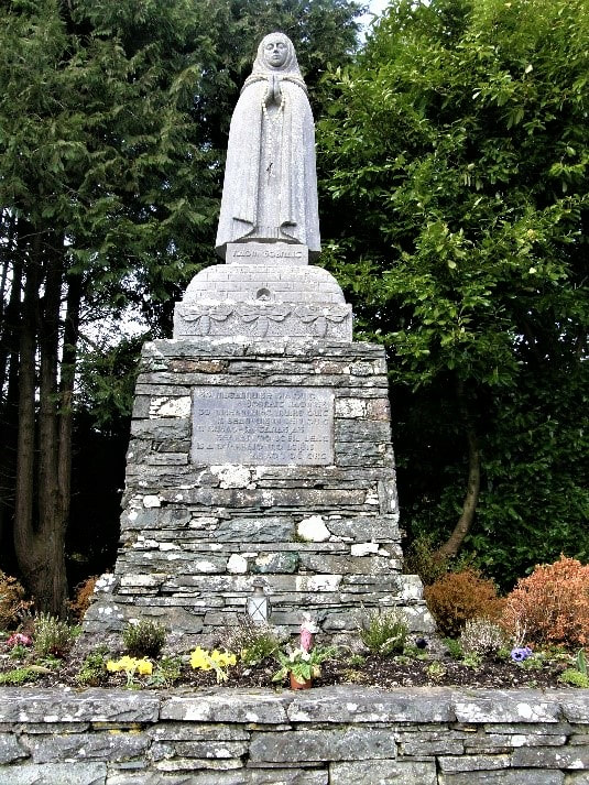 Picture_St_Gobnaits_Statue_Ballyvourney